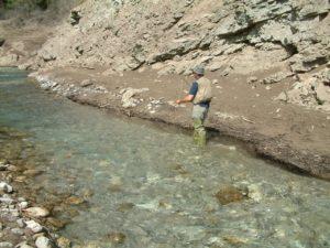 lungo il lago della diga di valvestino
